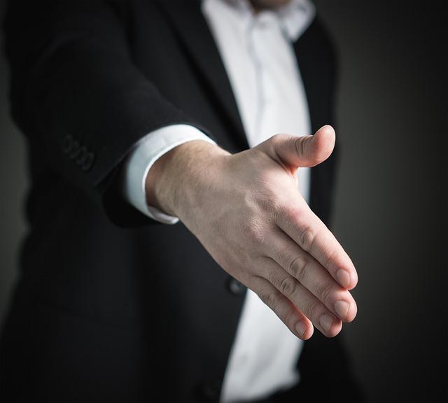 podání ruky.jpg