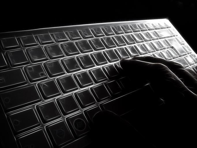ruka na klávesnici.jpg
