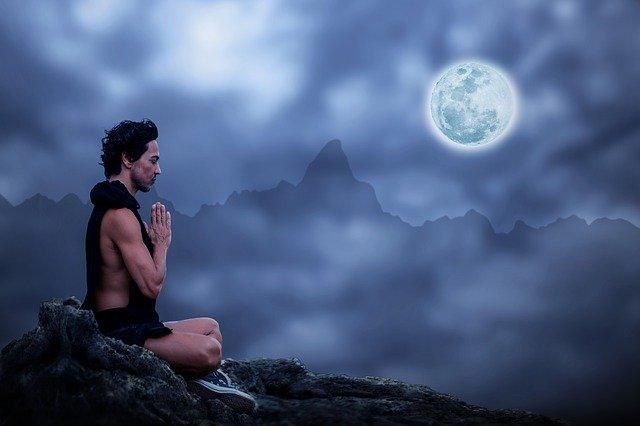muž a měsíc