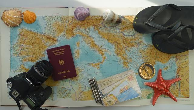 fotoaparát, mapa, kompas