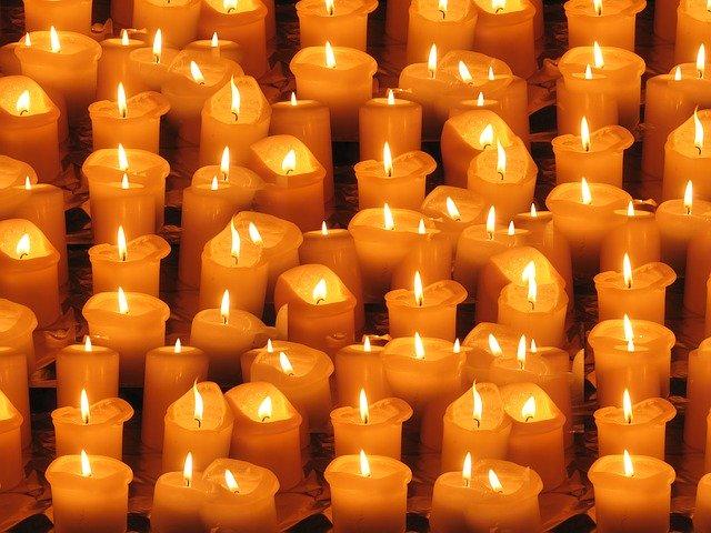 zapalování svíček