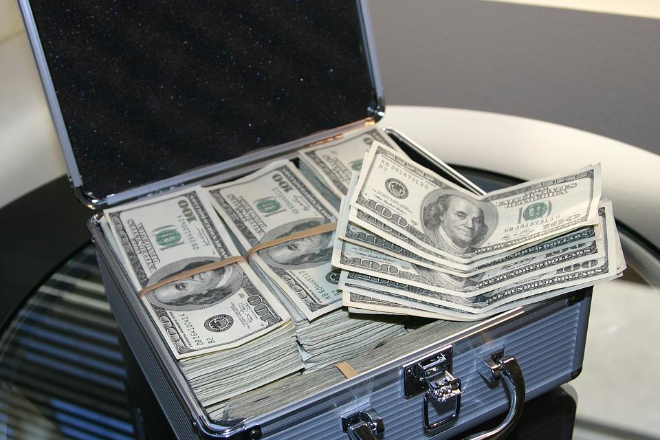 kufr peněz