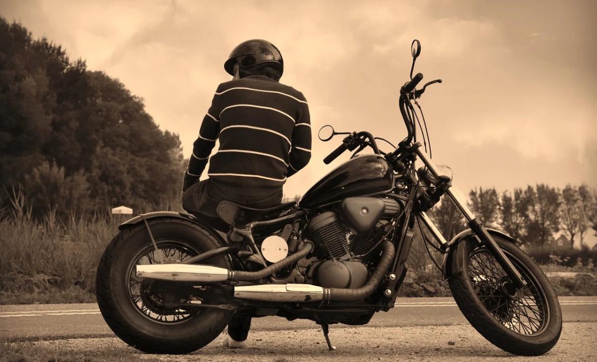 motorkář a motorka