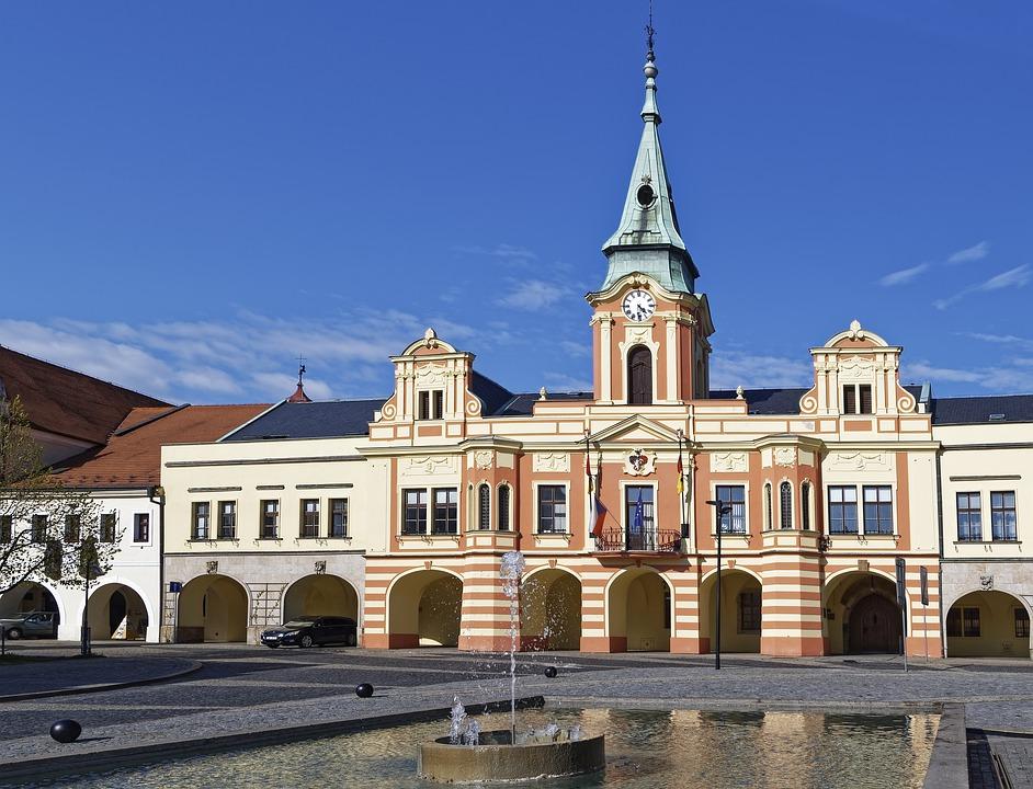 radnice v Mělníku je vidět ve filmu Svatební cesta do Jiljí